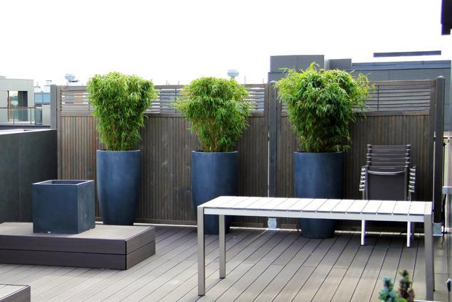 Deski tarasowe i ogrodzenia drewniane. Naturalny azyl w środku miasta