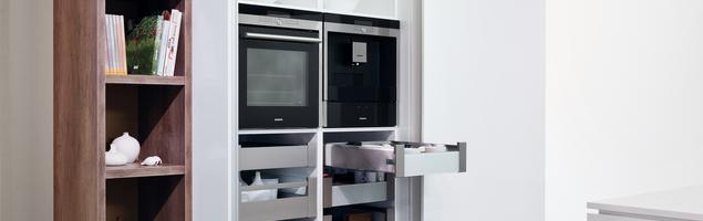 Przechowywanie – funkcjonalne szuflady w szafach z drzwiami przesuwanymi